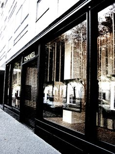 Chanel store, miss Paris!!