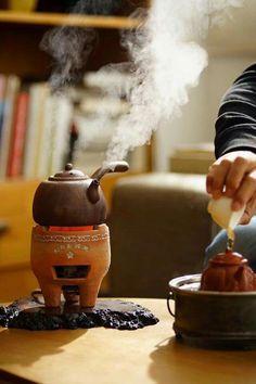 Cafe' recien echo delicioso Outdoor Cooking Stove, Tee Kunst, Clay Oven, Tea Culture, Chinese Tea, Tea Art, How To Make Tea, My Tea, Tea Ceremony
