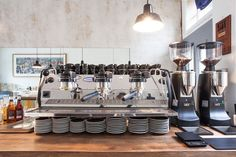 "La Marzocco Strada EP & the Mazzer Twins. 3rd wave coffee bar in Zürich: ""Bear Brothers and Cow"""