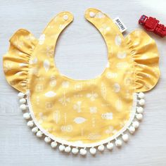 ▸ Product Introduction imported cotton cloth, with the shape of lotus leaf collar and lace hairball Let your baby wear a happy, wearing cute This. Baby Sewing Projects, Sewing For Kids, Baby Bibs Patterns, Bib Pattern, Baby Crafts, Baby Girl Fashion, Baby Wearing, Baby Quilts, Baby Dress