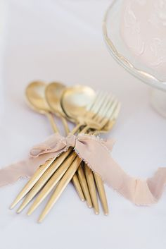 Whimsical mauve and ivory gold themed wedding table decoration and wedding details. Click here to get inspired for your chic, outdoor wedding.  #chicweddinginspiration  #springweddingideas  #weddingtablesettings  #springweddingdetails
