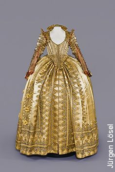 Prunkkleid von Magdalena Sibylla von Sachsen, 1610-1620, i.0045, Rüstkammer /SKD, Dresden, 2014