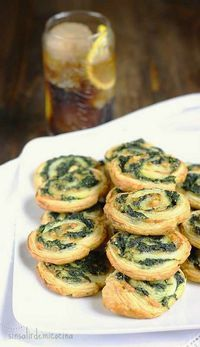 Spinach and cheese rolls Veggie Recipes, Appetizer Recipes, Vegetarian Recipes, Cooking Recipes, Healthy Recipes, Appetizers, Tapas, Brunch, Snacks Für Party