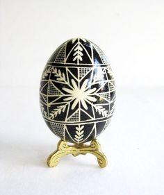Black and White batik decorated egg, chicken egg pysanka, Ukrainian Easter egg