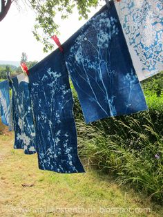 Cyanotype on fabric - Screenprinting/ Printing - Fabric Painting, Fabric Art, Fabric Crafts, Textile Design, Textile Art, Natural Dye Fabric, Natural Dyeing, Sun Prints, How To Dye Fabric