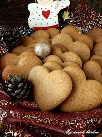 Zbliża się koniec listopada. A to znaczy, że pora pomyśleć o pierwszych pierniczkach. Ja swoje upiekłam w zeszłym tygodniu i odkąd op... Cookie Desserts, Cupcake Cookies, Cookie Recipes, Gingerbread Cookies, Christmas Cookies, Polish Cookies, Polish Recipes, Orange Crush, Cannoli
