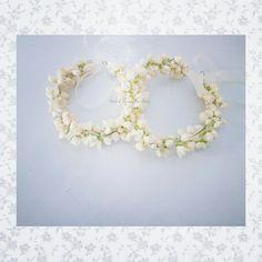 Fresh flower crowns in jasmine by Bridal Flower Jewellery www.bridalflowerjewellery.com #bridalflowerjewellery #flowerjewellery #floraljewellery #mehndi #mehndijewellery