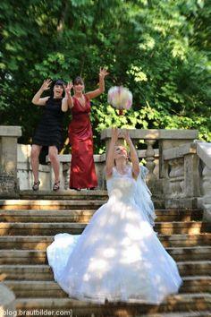 Hochzeitsfoto | Brautstrauss werfen