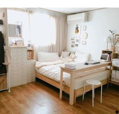6 Creative Tips on How to Make a Small Bedroom Look Larger Minimalist Bedroom Small Minimalist Home Japanese Minimalist Bedroom Bedroom Interior Minimalist Minimalist Room With Plants Bedroom Ideas Dream Bedroom, Home Bedroom, Master Bedroom, Modern Bedroom, Bedroom Furniture, Contemporary Bedroom, Desk In Bedroom, Japan Bedroom, Desk Bed