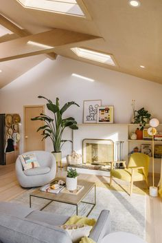 Home Tour: A Sun-Drenched Getaway for Lisa & Michael Fine, Co-Founders of Quiet Town - Front + Main Dream Apartment, Apartment Living, Living Area, Living Spaces, Living Rooms, House Rooms, New Room, Room Decor Bedroom, Home And Living