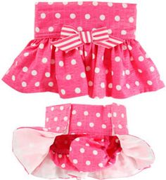 This Diaper cover is Amazingly cute, Love the ruffle on the butt. Large Dog Clothes, Pet Clothes, Grace Clothing, Dog Clothing, Female Dog In Heat, Dog Christmas Clothes, Female Dog Diapers, Dog Pants, Animal Fashion