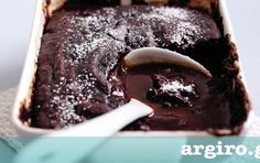 Eggles - cocoa only ,Chocolate sauce pudding Chocolate Pudding Desserts, Chocolate Fudge Cake, Greek Sweets, Greek Desserts, Sweet Recipes, Cake Recipes, Dessert Recipes, Breakfast Recipes, Food Cakes