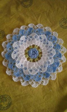 This Pin was discovered by Huz Crochet Doily Patterns, Crochet Motif, Crochet Designs, Crochet Doilies, Crochet Flowers, Knit Crochet, Crochet Granny, Double Crochet, Crochet Game