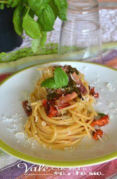 Spaghetti con pancetta e peperoni arrosto un primo piatto facile e gustoso, i peperoni e la pancetta sposano benissimo, un piatto da leccarsi i baffi!