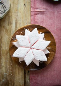 Recipe: Homemade Marshmallows — With Flavor Options! Peppermint Marshmallows Recipe, Flavored Marshmallows, Recipes With Marshmallows, Dessert Shooters, Creative Arts And Crafts, Xmas Food, Edible Gifts, Holiday Recipes, Christmas Recipes