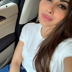 Mouny Roy, Pretty