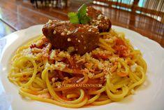 Κοκκινιστό με ζυμαρικά !!! ~ ΜΑΓΕΙΡΙΚΗ ΚΑΙ ΣΥΝΤΑΓΕΣ 2 Kitchen Stories, Meat Chickens, Pasta Noodles, Greek Recipes, Lasagna, Spaghetti, Beef, Meals, Baking