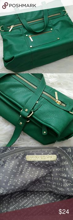 Olivia + Joy Kelly Green Tote Large Kelly Green Tote for those of us who like to overfill our handbags! Gold hardware. LIKE NEW. Olivia + Joy Bags Totes