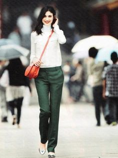 How to wear green pants purses 38 Ideas Forest Green Pants, Dark Green Pants, J Crew Style, Style Me, Green Pants Outfit, Elegante Y Chic, Baggy Pants, Trouser Pants, Wool Pants