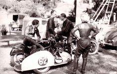 PHOTOS de COURSES 1950 / 1960 – Le Blog de François Fernandez Manx, Bugatti, Peugeot, Bmw, Courses, Racing, Motorcycle, Vintage, History