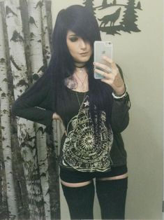 I remember watching Leda's videos when I was a weird, misunderstood scene kid and I wanted to be just like her. It's super cool to be watching her videos years later and seeing how much she and her fan base has grown. Keep being yourself, Leda. Pretty Emo Girls, Cute Scene Girls, Scene Kids, Emo Scene Hair, Emo Hair, Alternative Outfits, Alternative Fashion, Punk, Pelo Emo