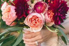 These 4 Tricks Will Help You DIY Your Wedding Bouquet – party Calla Lily Wedding Flowers, Carnation Wedding, Budget Wedding Flowers, Wedding Costs, Wedding Flower Arrangements, Wedding Centerpieces, Floral Wedding, Calla Lilies, Wedding Ideas