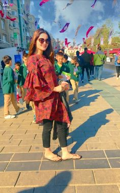 Aid an occurrence look by using a lovely sign to produce a gorgeous dress. Stylish Dress Designs, Stylish Dresses, Simple Dresses, Casual Dresses, Stylish Outfits, Pakistani Fashion Casual, Pakistani Dresses Casual, Pakistani Dress Design, Kurti Designs Party Wear