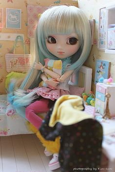 Pullip ◉◡◉ I would love to make a room like that for one of my dolls...