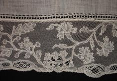 Mechlin lace is an old bobbin lace originally produced in Mechelen. Its history goes back to the Brabant laces. This type of lace is use for female clothing, and was popular until the first decade of the century. It is one of the best known Flemish laces. Needle Lace, Bobbin Lace, Antique Lace, Vintage Lace, Scottish Wedding Themes, Types Of Lace, Lacemaking, Linens And Lace, Lace Patterns