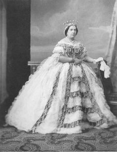 Queen Isabel II of Spain by Charles Clifford, 1861 Reine Victoria, Queen Victoria, Royal Tiaras, Royal Jewels, Royal Queen, King Queen, Queen Isabella, Queen Elizabeth, Spanish Royalty