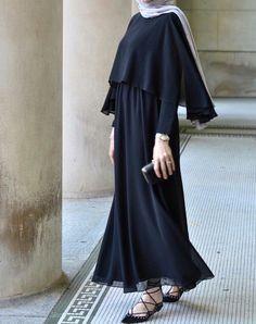 Like all magnificent things, its simple 👌🏻Feeling pure elegance in this gown and hijab😍 Hijab Outfit, Hijab Style Dress, Hijab Chic, Islamic Fashion, Muslim Fashion, Modest Fashion, Fashion Dresses, Dubai Fashion, Abaya Fashion