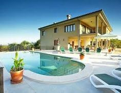 Great house recently built offers splendid mountain views, serenity and your own swimming pool