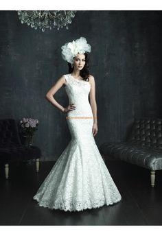 Robe de mariée dentelle col asymétrique sirène