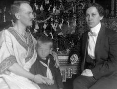 Vintage family cross-dressing source: Fortepan