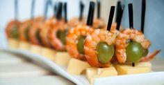 Recette de Mini-brochettes raisin, crevette et emmental. Facile et rapide à réaliser, goûteuse et diététique. Ingrédients, préparation et recettes associées.