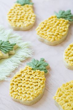 How to Frost Charming Pineapple Cookies