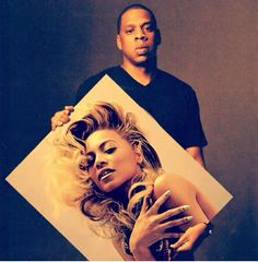 Jay-Z holding Beyonce's picture... SO cute!
