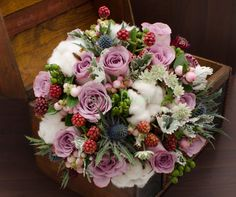 Buchet mireasa cu bumbac si mure, trandafiri lila, eryngium - Happy Flower - Florarie online