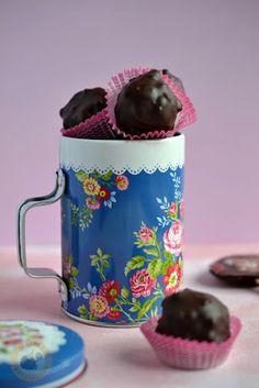 Praliné Paradicsom: Karamella robbanócukros csokiburokban (gyereknapra) Mugs, Tableware, Dinnerware, Tumblers, Tablewares, Mug, Dishes, Place Settings, Cups