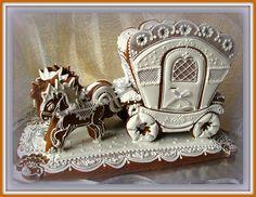 Svatební kočár - perník rozměry- podstava: 34x18 cm, výška 25 cm Popelčin kočár - 3D tažený koňmi - velmi náročná mnohahodinová práce - použitý materiál: perník (mouka, cukr, vejce, tuk, perníkové koření, jedlá soda, kakao, na zdobení pak bílek, cukr a běloba cukrářská), na dozdobení cukrové kuličky a bílostříbrná stuha Poštou ani omylem ... jen osobní ...