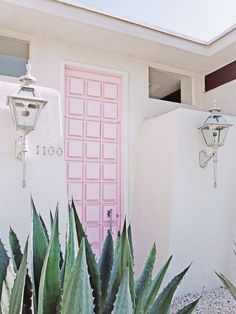 What to See, Do and Eat in Palm Springs: The Ultimate Travel Guide Palm Springs Houses, Palm Springs Style, Palm Springs California, Southern California, Hotel California, Palm Springs Mid Century Modern, Spring Aesthetic, Desert Aesthetic, H Design