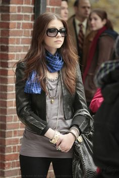 Always obsessed with Georgina Sparks' accessories on Gossip Girl except that blue scarf...