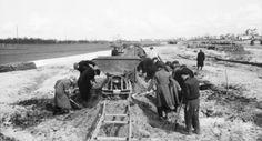 De 'Arbeitseinsatz': dwangarbeider in de Duitse oorlogsindustrie na de razzia in amsterdam is mijn opa de vader van mijn moeder ook te werk gesteld in duitsland