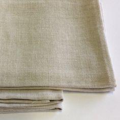 Coppia di americane con tovaglioli in lino colore beige.