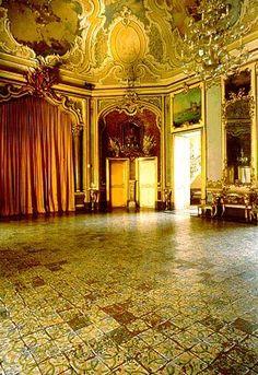 Salone del Palazzo Biscari - Catania.jpg by alessiopatti, via Flickr #InvasioniDigitali il 23 aprile dalle ore 11.00 alle 12:30 Invasore: St.Gold #laculturasiamonoi #liberiamolacultura