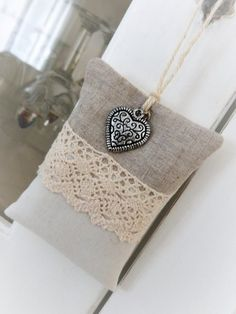 Provence Lavender sachet and his heart Lavender Crafts, Lavender Bags, Lavender Sachets, Lavander, Cute Crafts, Crochet Crafts, Linen Fabric, Christmas Tree Ornaments, Lana