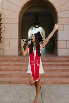 Nursing Graduation Pictures, College Graduation Pictures, Graduation Picture Poses, Graduation Photoshoot, Grad Pics, Grad Pictures, Outdoor Senior Photography, Graduation Photography, Photography Poses