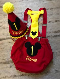 Mickey Mouse cake smash outfit. Mickey Mouse birthday. 1st Birthday Boy Themes, Mickey 1st Birthdays, Mickey Mouse Clubhouse Birthday, Mickey Party, Boy First Birthday, Mickey Mouse Birthday, Disfraz Mickey Mouse, Minnie Y Mickey Mouse, Fiesta Mickey Mouse