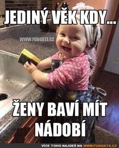 Jediný věk kdy…ženy baví mýt nádobí Funny Texts, Funny Jokes, Cool Pictures, Funny Pictures, English Jokes, Foto Baby, Good Jokes, Jokes Quotes, Just Smile