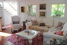 RAZMATAZ: Old-New Mix  What a cozy living room!  Love it!